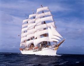 現役時代帆走中の帆船日本丸